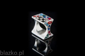 Spotty Square Ring